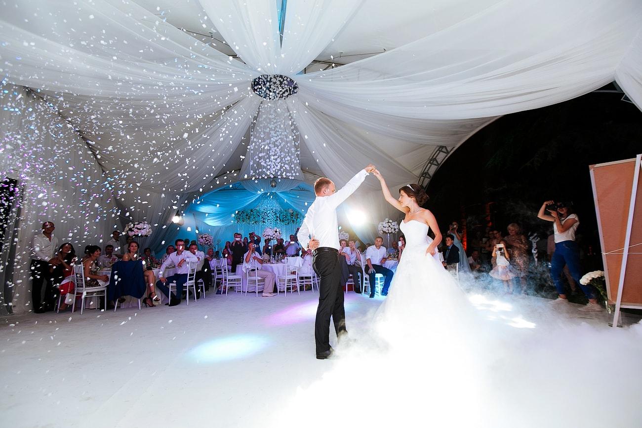Свадебный банкет в шатре свадебная арка-шатер 823